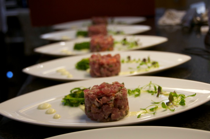 Tuna tartare, wakame salad and wasabi mayo